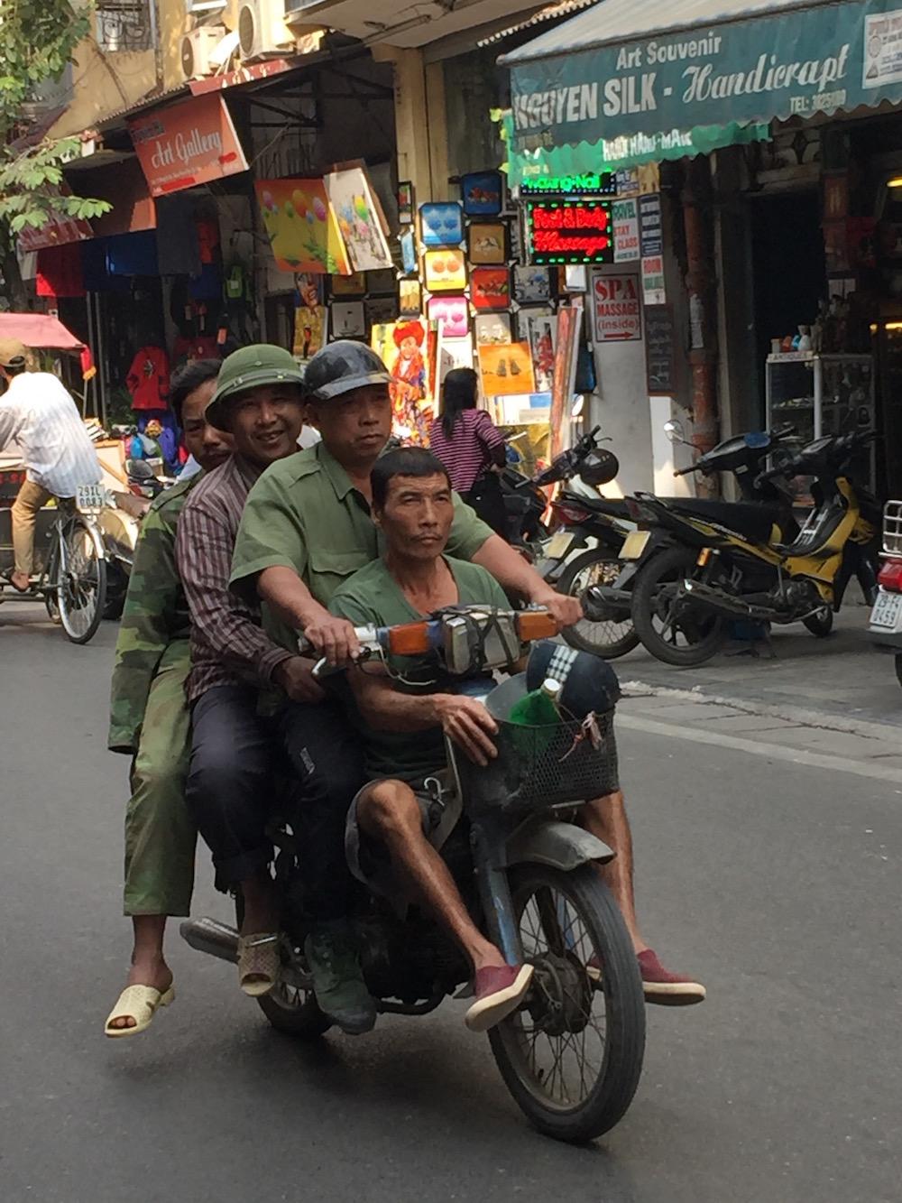 Voyage Vietnam visiter Hanoï scooters
