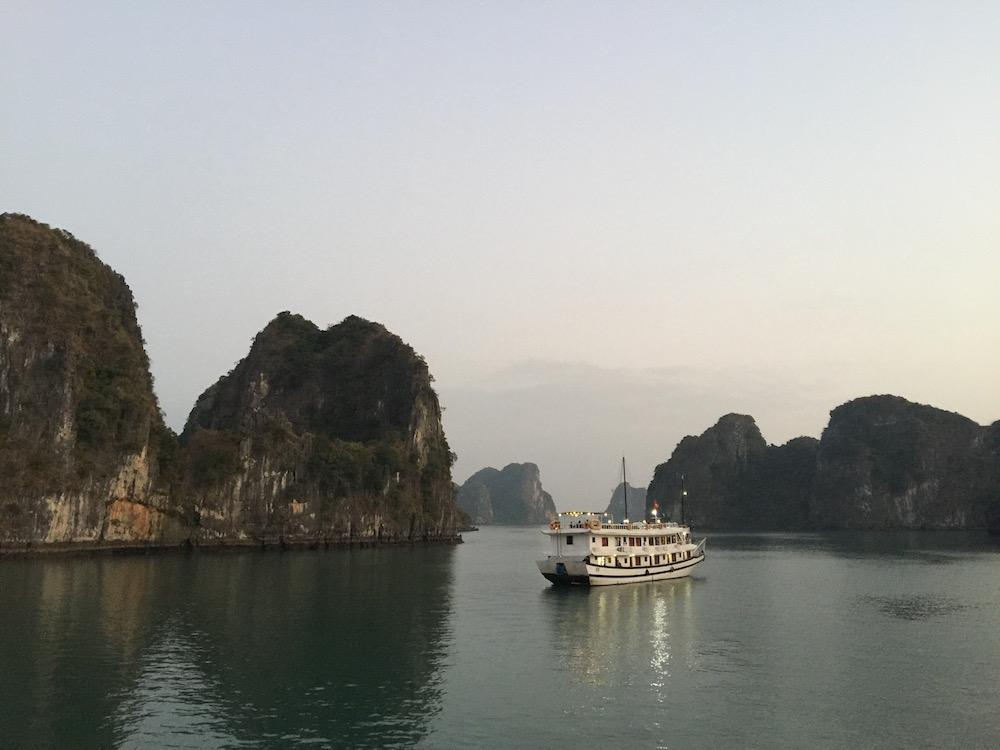 jonque baie d'Halong Vietnam