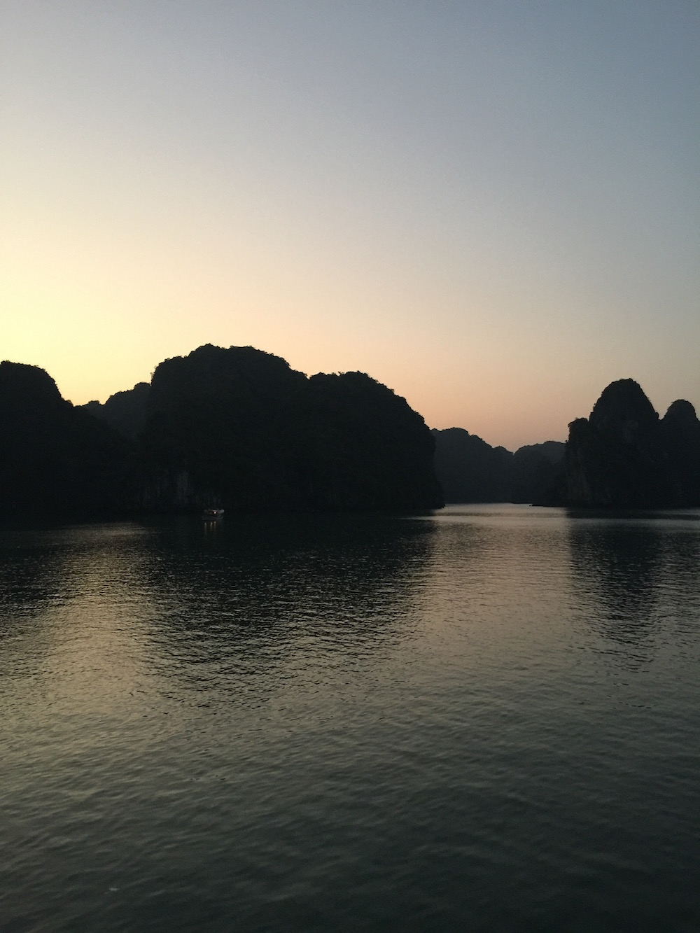 coucher de soleil baie d'Halong Vietnam